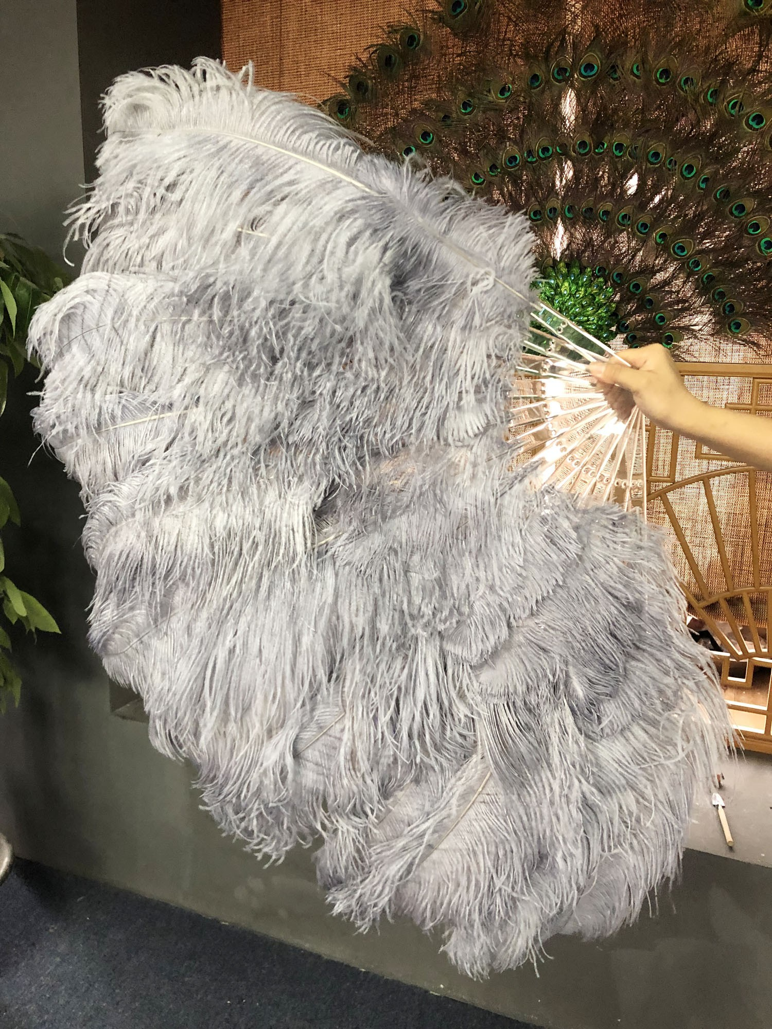 """Burlesque white two layer Ostrich Feather Fan 30/"""" x 54/"""" with Travel leather Bag"""